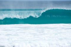 桶被塑造的波浪 图库摄影