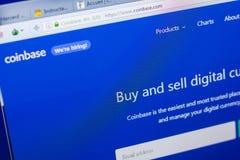 梁赞,俄罗斯- 2018年5月08日:个人计算机, URL - CoinBase显示的CoinBase网站  com 库存图片
