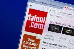 梁赞,俄罗斯- 2018年5月13日:个人计算机, URL - DaFont显示的DaFont网站  com 免版税库存照片