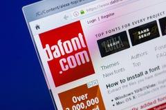 梁赞,俄罗斯- 2018年5月13日:个人计算机, URL - DaFont显示的DaFont网站  com 库存图片