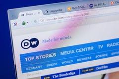 梁赞,俄罗斯- 2018年5月13日:个人计算机, URL - DW显示的德国之声网站  com 图库摄影