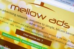 梁赞,俄罗斯- 2018年5月08日:个人计算机, URL - MellowAds显示的MellowAds网站  com 库存照片