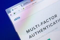 梁赞,俄罗斯- 2018年5月08日:个人计算机, URL - Okta显示的Okta网站  com 库存照片