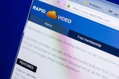 梁赞,俄罗斯- 2018年5月08日:个人计算机, URL - RapidVideo显示的RapidVideo网站  com 免版税图库摄影