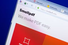 梁赞,俄罗斯- 2018年5月08日:个人计算机, URL - SmallPDF显示的SmallPDF网站  com 库存图片