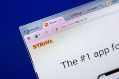 梁赞,俄罗斯- 2018年5月08日:个人计算机, URL - Strava显示的Strava网站  com 图库摄影