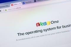 梁赞,俄罗斯- 2018年5月08日:个人计算机, URL - Zoho显示的Zoho网站  欧盟 图库摄影