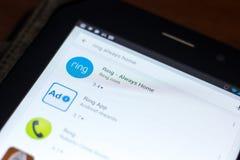 梁赞,俄罗斯- 2018年5月03日:圆环-总是在片剂个人计算机显示的流动apps名单的家庭象  免版税库存照片