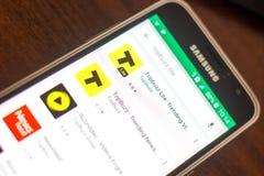 梁赞,俄罗斯- 2018年5月04日:在手机显示的流动apps名单的Topbuzz轻象  免版税库存照片