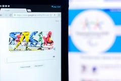 梁赞,俄罗斯- 2018年3月03日:在残奥会开幕式题材的谷歌乱画在片剂个人计算机显示  库存照片