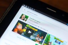 梁赞,俄罗斯- 2018年5月02日:在片剂个人计算机显示的流动apps名单的Gardenscapes象  图库摄影
