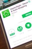 梁赞,俄罗斯- 2018年5月04日:家成交在手机显示的流动app  库存照片