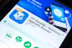 梁赞,俄罗斯- 2018年5月03日:是安全在片剂个人计算机显示的流动app  免版税库存图片