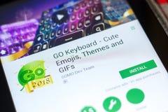 梁赞,俄罗斯- 2018年5月02日:是键盘在片剂个人计算机显示的流动app  免版税库存图片