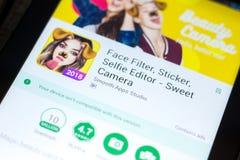 梁赞,俄罗斯- 2018年5月03日:甜照相机在片剂个人计算机显示的流动app  免版税库存图片