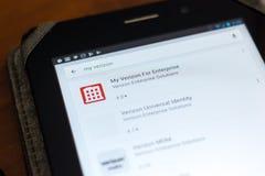 梁赞,俄罗斯- 2018年5月02日:给出我的企业的韦里孙在片剂个人计算机显示的流动apps名单  库存照片