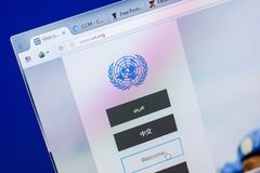 梁赞,俄罗斯- 2018年5月20日:联合国网站主页个人计算机, URL -联合国显示的  org 免版税库存图片