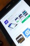 梁赞,俄罗斯- 2018年5月02日:雅虎在片剂个人计算机显示的流动apps名单的财务象  免版税库存照片