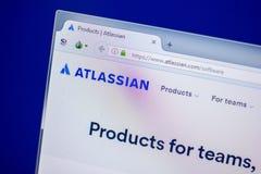梁赞,俄罗斯- 2018年6月05日:Atlassian网站主页个人计算机, URL - Atlassian显示的  com 库存图片