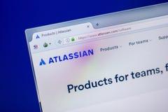 梁赞,俄罗斯- 2018年6月05日:Atlassian网站主页个人计算机, URL - Atlassian显示的  com 图库摄影