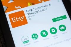 梁赞,俄罗斯- 2018年7月03日:Etsy :手工制造和葡萄酒物品在片剂个人计算机显示的流动app  库存照片