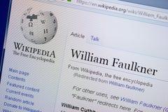 梁赞,俄罗斯- 2018年9月09日-关于威廉・福克纳的维基百科页个人计算机显示的  图库摄影