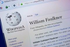 梁赞,俄罗斯- 2018年9月09日-关于威廉・福克纳的维基百科页个人计算机显示的  库存照片