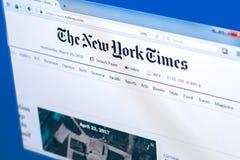 梁赞,俄罗斯- 2018年3月28日-纽约时报的主页在个人计算机显示,网地址- nytimes的 com 库存图片