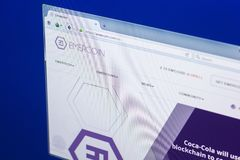 梁赞,俄罗斯- 2018年3月29日- Emercoin隐藏货币,网地址- emercoin主页在个人计算机显示的 com 库存照片