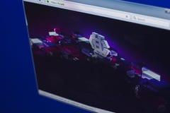 梁赞,俄罗斯- 2018年3月29日- Hshare隐藏货币,网地址- h主页在个人计算机显示的 现金 库存图片