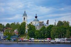 梅什金镇河伏尔加河,俄罗斯河岸的  库存图片
