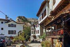 梅利尼克,保加利亚- 2017年9月7日:19世纪的老房子在梅利尼克,保加利亚镇  免版税图库摄影