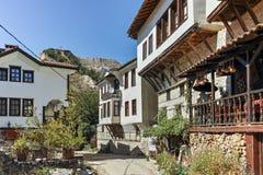 梅利尼克,保加利亚- 2017年9月7日:19世纪的老房子在梅利尼克,保加利亚镇  库存照片