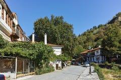梅利尼克,保加利亚- 2017年9月7日:19世纪的老房子在梅利尼克,保加利亚镇  库存图片