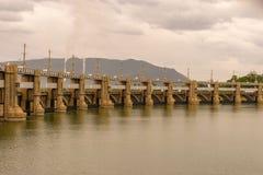 梅图尔水坝在Tamilnadu印度 库存照片