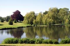 梅德斯通的,英国Leeds Castle湖 免版税库存图片