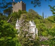 梅拉诺,南蒂罗尔,意大利散步  南Tyrol& x27; s历史大厦 库存照片