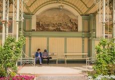梅拉诺,南蒂罗尔,意大利散步  免版税图库摄影