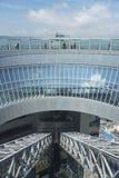 梅田天空大厦浮动庭院观测所在大阪市,日本 库存照片