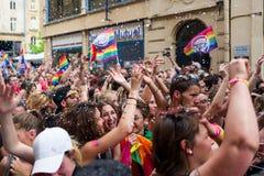 梅茨,法国- 6月17 :未认出的人民庆祝在2017年6月17日的同性恋自豪日游行在梅茨,法国 免版税库存照片