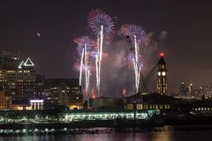 梅西百货公司美国独立纪念日烟花在纽约城 图库摄影