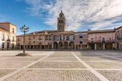 梅迪纳塞利大广场  这宽闭合的卡斯提尔的正方形,有门廊和几乎五角形索里亚,西班牙 免版税库存图片