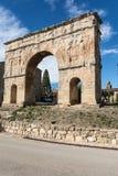 梅迪纳塞利曲拱是巨大的罗马凯旋门的一个独特的例子在伊斯帕尼亚内的 位于梅迪纳塞利,省  库存照片