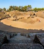 梅里达罗马Amphiteater历史的废墟的看法  免版税库存图片
