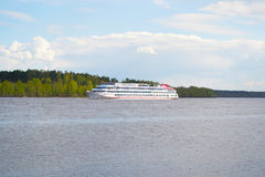 梅什金,俄罗斯-可以, 04日2016年:船 库存图片