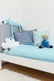 梦想一定是甜的在这张床上 免版税库存照片