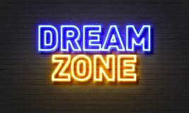 梦想在砖墙背景的区域霓虹灯广告 免版税库存照片