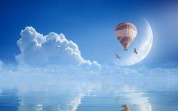 梦想实现概念-在蓝天的热空气气球 免版税图库摄影