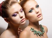 梦想的两个吸引的温顺的女朋友 免版税库存照片