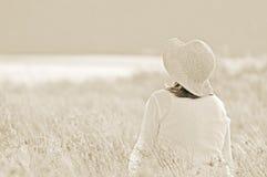梦想的域。 妇女在草甸 免版税库存照片